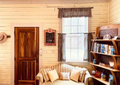 bookshelves-in-the-living-room-Mountaintop-rentals