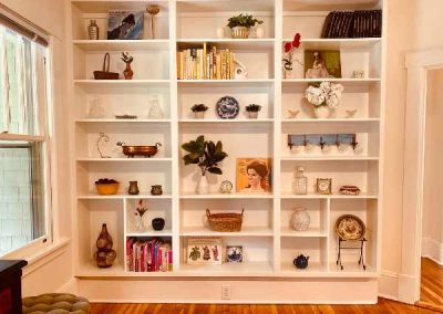 bookshelves-in-the-house-mountaintop-rentals