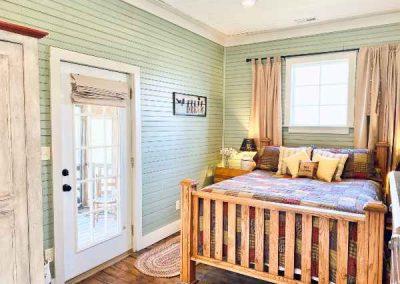 wooden-bed-mountaintop-rentals