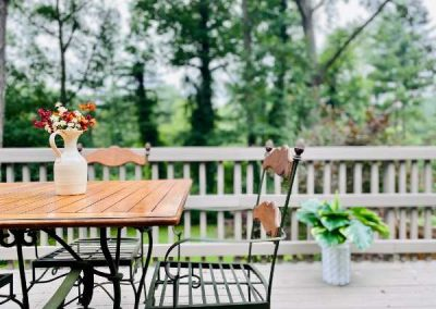 wooden-table-outside-Mountaintop-rentals